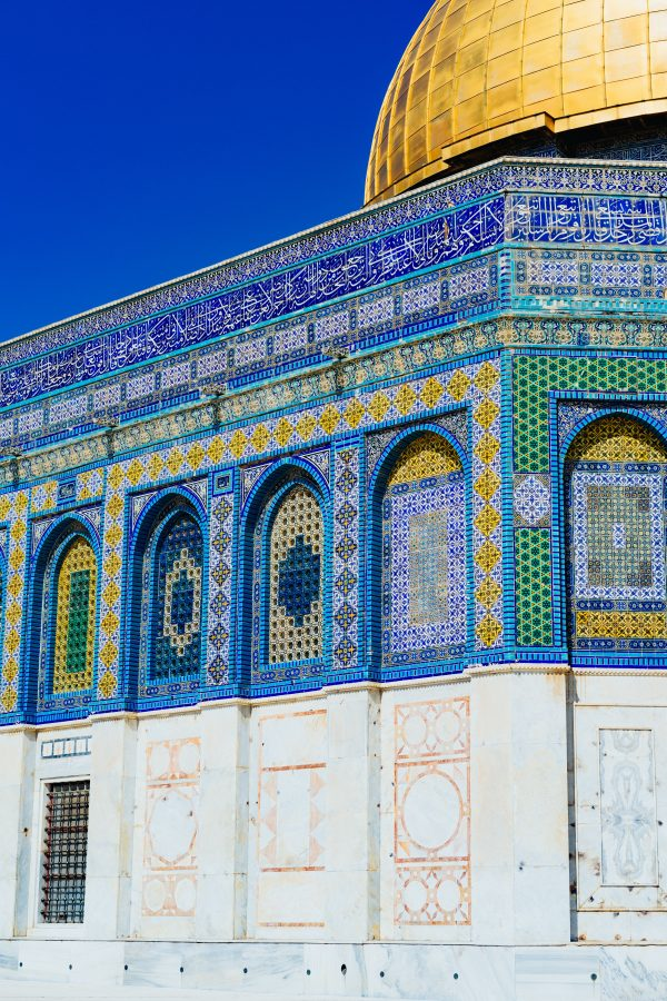landscape photo of blue, white, and green mosque
